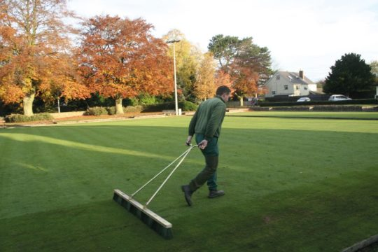 Spring maintenance of bowling greens 2019